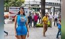 女模穿紧身胸衣塑形 沙漏型身材腰围仅15寸