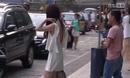 48岁温碧霞露背装出街 身材似少女