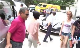 杨幂刘恺威夫妻档现身机场 黑超合体破离婚传闻