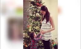 奥莉要当姐姐啦!李小鹏圣诞公布爱妻怀孕喜讯